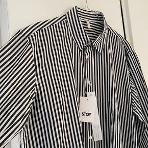 Flot flot skjorte fra mærket Sunflower! Købt i Stoy Aarhus🔥 Sælger da den er lidt for stor...   Np: 1200kr Mp: 650kr