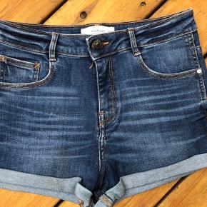 Skønne Mango shorts str 38😀  * brugt 3-4 gange 🌸