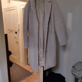Sælger denne fine jakke i lyserød meleret. Fra saint Tropez. Den har kostet 1100 fra ny. Kom med et bud 😊