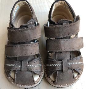 b55e85e57c72 Angulus sandaler i mørkebrun. Brugt et par uge