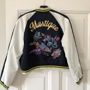 Den fedeste jakke i en Tommy Hilfiger size 8 svarende til en medium. Aldrig brugt.