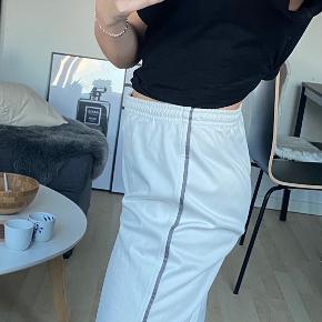 Vintage jogging bukser. OBS: Fragten er ikke inkluderet i prisen🪐altid velkommen til at byde