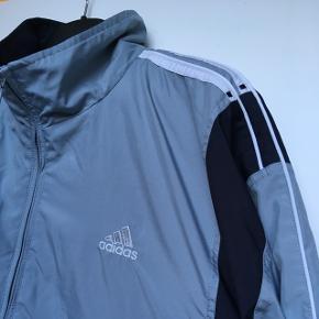 Adidas jakke  Str xl Fejler intet