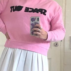 Mega fed sweater fra Envii med motivet Space Out☺️ sælges da den er købt for lille og derfor ik rigtig bliver brugt