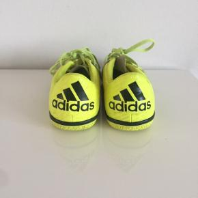 Indendørs fodbold sko - brugt minimalt så derfor i rigtig GOD stand.