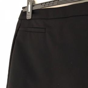 Super flot klassisk nederdel fra Culture. Brugt en gang. Længde 50 cm.
