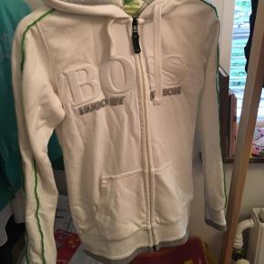 Hugo boss hoodie  Størrelse small  Byd:-)