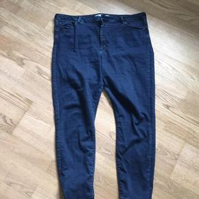 Str 50 Str 22/32. Elastiske slim fit jeans