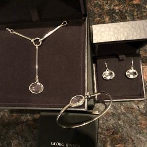 Flot savannah smykkesæt fra Georg Jensen  Bemærk venligst at 1500kr ikke er prisen for hele sættet, men for f eks armbåndet