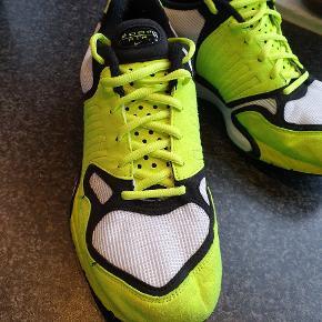 Brugt to gange. Som ses på bunden er de stort set som nye.   Købt i STOY i Aarhus for 1 år siden.  Nike air Zoom model