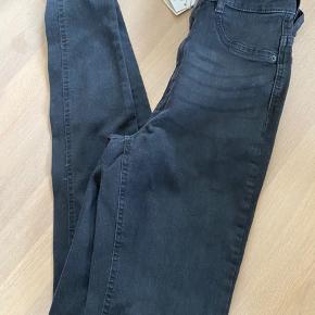 Molly tall jeans ubrugt  Farve offblack Stadig med tag