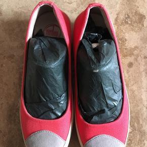 Fitflop ballerina sko. Aldrig brugt.  Halv pris.  350kr. Sender gerne mod Porto.