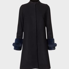 Smukkeste frakke fra Oh kopenhagen fur - Brugt 1 time, helt som ny - Sort