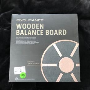 Vippebrat / balancebrat   Mærke: Endurance (købt i Sport24)  Nypris: 350,-  Købt på tilbud til 175,-   Aldrig brugt, og har bare ligger under sengen og samlet støv