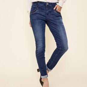 Naomi shine jeans str 29.  Bytter ikke