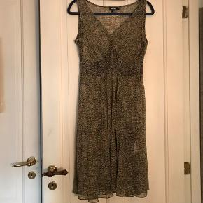 As new. Lightweight dress with a black underdress. Size 34-36