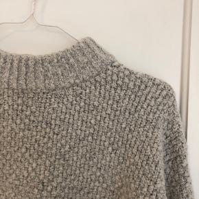 Rigtig fin og blød sweater fra selected. Den har mange gode år endnu, men bliver ikke brugt af mig længere.  Jeg sender gerne på kæbers regning 🌸 husk mængderabat på min profil