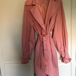 60aed757846 Flot lyserød frakke i str 40. Brugt en enkelt gang.