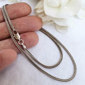 Flot rævehale halskæde i ægte sterling sølv. Fuld længde 43 cm. 2,2 mm tyk. Stemplet 925 og ALE for Pandora.  Se også mine andre annoncer med smykker 🧚♂️