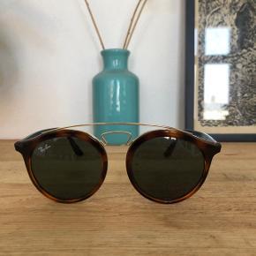 Helt nye solbriller fra Ray-Ban. Kvittering og etui følger med.