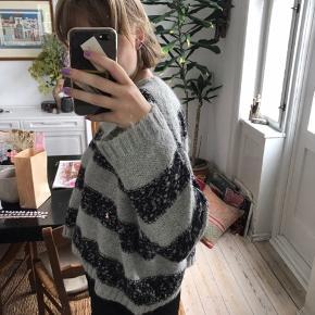 Brug få gange, dejlig stor sweater der er behagelig at have på. #Secondchancesummer