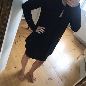 Enkel og lang sort cardigan