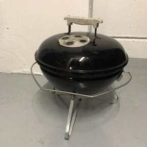 Sælger denne Weber grill, da jeg har købt en anden. Grillen fungere perfekt, men trænger dog til en rensning
