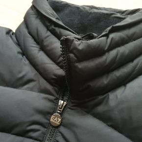 Super stilet og varm EMPERIO ARMANI puffer jakke / dun jakke af høj kvalitet STR. M, true to size  Top kondition, kun brugt få gange