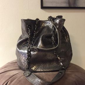 Super cool håndtaske. Købt hos La Gazelle 💕