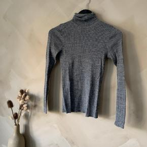 Turtleneck / højhalset sweater    Køber betaler selv fragt🤍 tjek mine andre annoncer - har over 400, og der er mulighed for mængderabat✌🏼