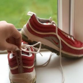 speciel udgave, !! Sælger meget BILLIGT!! 1.200.-fra ny,  Fede sko i rødt look. Næsten ikke brugt da min datter ikke kunne passe dem ???.