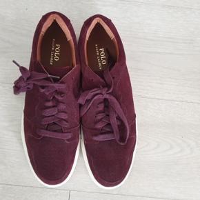 Lækre Ralph Lauren sko, slet ikke brugt. Det er en størrelse 46 men kan også passes af en størrelse 47 Køber betaler selv fragt eller kan komme og hente