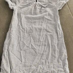 Smuk natkjole fra Aya Naya. Smukke detaljer. Fejler intet.