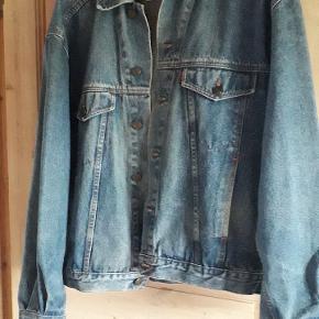 Billigt ! Ny pris ! Cowboy jakke med knapper sælges !