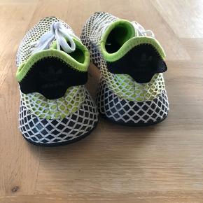 Adidas Deerupt Runner... ikke brugt meget før de var for små.. str 35,5  Køber betaler evt porto