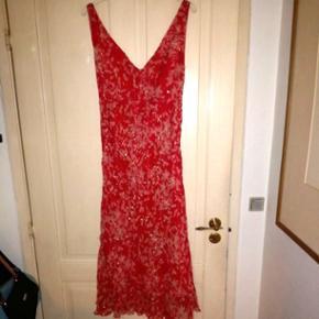 eedf1831f8e7 MONSOON KJOLE STR. 18 ( 46 ) Super flot festlig silke kjole. Brugt 1