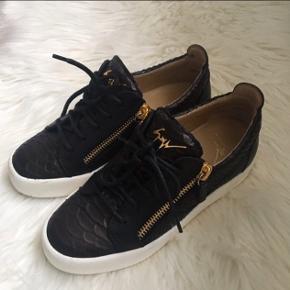Giuseppe Zanotti May Low Pyton sneaksers sælges. Str 38 De er brugt 5 gange, og fejler ingenting.   #30dayssellout
