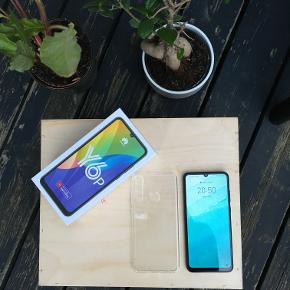 BRAND NEW! HUAWEI Y6P. Purchased in July 2020.   Silicon Case: + 100 dkk  Speed: HSPA 42.2/5.76 Mbps, LTE-A Cat4 150/50 Mbps First presented: 2020, May 05 Measurements: 159.1 x 74.1 x 9 mm (6.26 x 2.92 x 0.35 in) Weight: 185 g (6.53 oz) SIM: Dual SIM (Nano-SIM, dual stand-by) Type: IPS LCD capacitive touchscreen, 16M colors Size: 6.3 inches, 95.8 cm2 Resolution: 720 x 1600 pixels, 20:9 ratio OS Android 10, EMUI 10.1, Built-in: 64GB 3GB RAM
