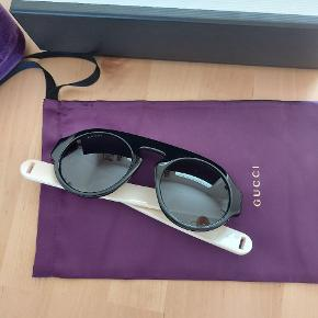 Gucci Sunglasses  Smukke og rå, cool solbriller fra Gucci.  Helt nye. Aldrig brugt. Original emballage samt æske medfølger.   Ny Pris: 2.400 kr  FAST PRIS: Sælges for 700 kr.  Irrelevante bud ignoreres!