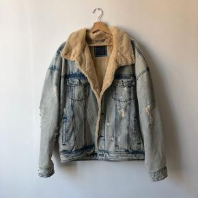 ZARA denim jacket with fluffy interior lining and collar. In almost brand new condition and never worn. Super warm and comfortable. Check out my other items for a bundle discount!
