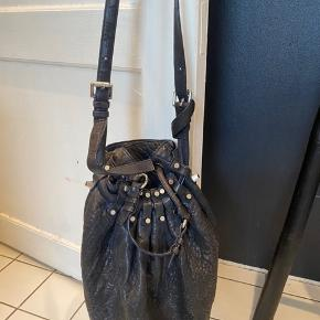 Bought in Alexander Wang in New York (receipt not available) for around 6500 kr. Used, but in very good condition. Includes black dust bag.