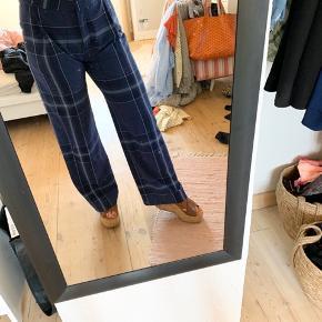 Fede bukser fra DAY. De er aldrig brugt. Kan passes af en str. 36-38. Mp 250