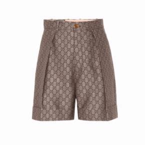 Gucci shorts i str 44 italiensk str. (dansk 38) alt medfølger. I butikkerne nu! Nye med tag i.   Slå til pris er pp. Og evt ts gebyr.