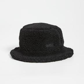 Ganni hat & hue