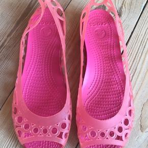 Fine kvalitets plast sko str 38-39. Aldrig brugt