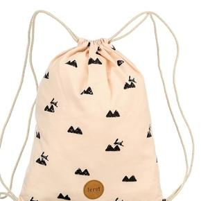 Det er en super fin og lille taske som kan  fek. s. bruges til en dagstur. np 100 kr