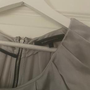 Super flot silkekjole i mærket BCBG Maxazria som ny Brugt få gange