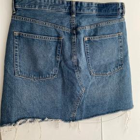 Denim nederdel. Sælges da den er blevet for stor til mig