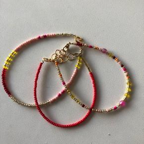3 fine perle armbånd i røde nuancer💮 prisen er samlet for 3 og inkl Porto = 50kr