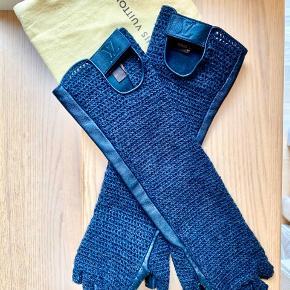 Flotte mittens / handsker fra Louis Vuitton i str L . Meget alm - ikke stor eller små . I flot stand . Dustbag medfølger .